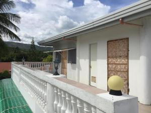 The cronin residence, oslob, philippinescheap rates and great discounts! 004
